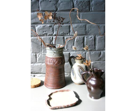 Large varnished sandstone pot