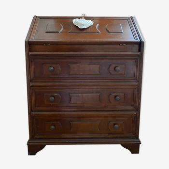 Chest of drawers in old wood