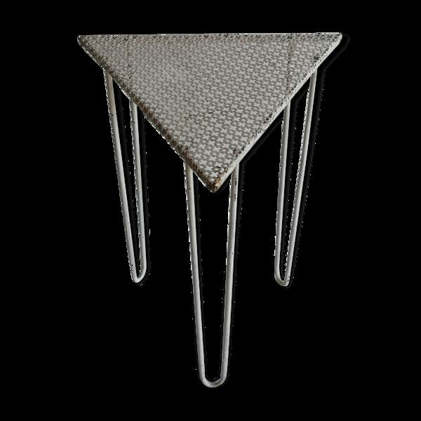 Table d'appoint tripode années 50 en métal perforé