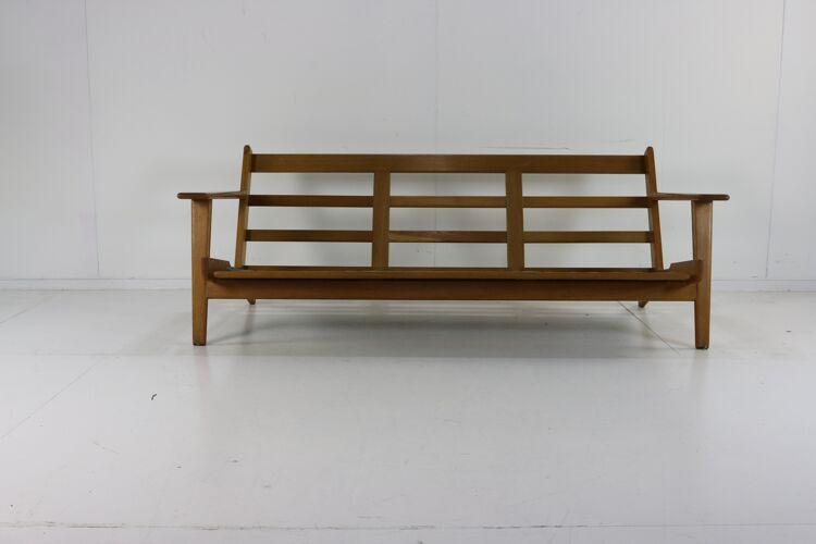 Canapé trois places par Hans Wegner pour Getama