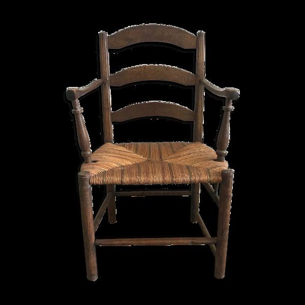 Fauteuil en bois avec assise paillée
