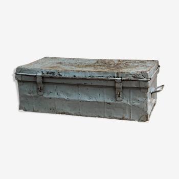 Ancienne cantine en métal