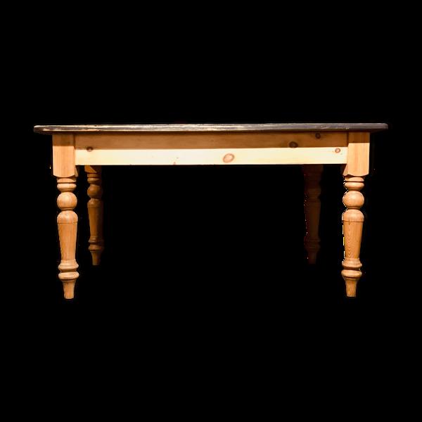 Table de ferme avec un tiroir sur un côté