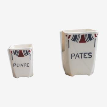 Ensemble de deux pots à épices sans couvercle signés Badonviller