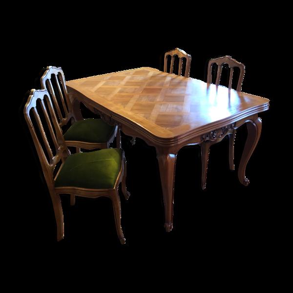 Table de salle a manger et ses chaises
