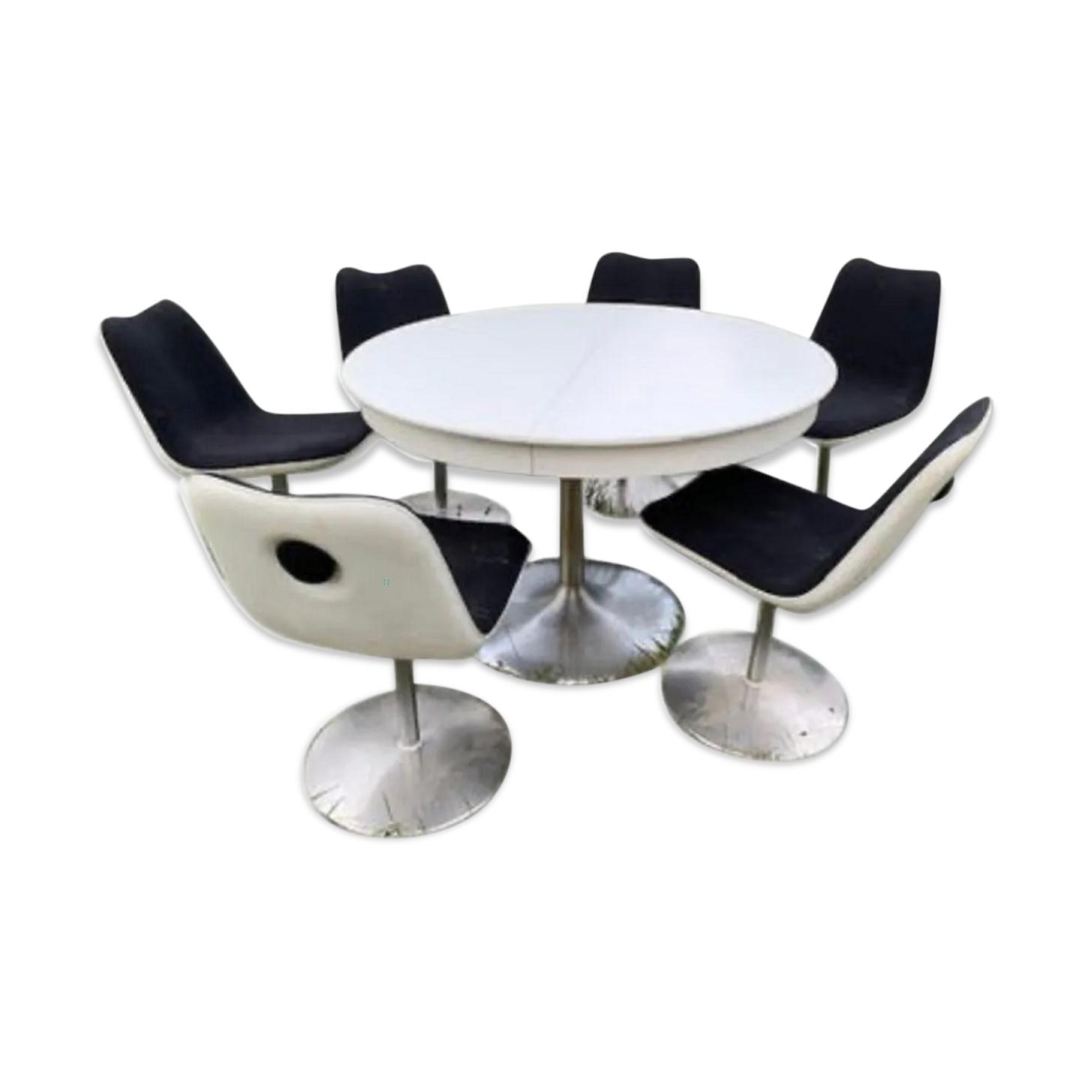 Salle à manger table et 6 chaises par Kristalia Boum