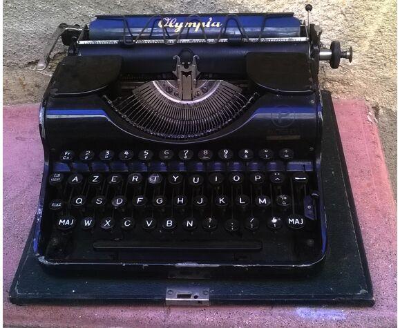 """Machine a écrire ancienne """"Olympia"""""""