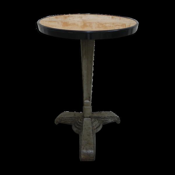 Table bistro Art Déco avec dessus de bakélite et jambe en fonte