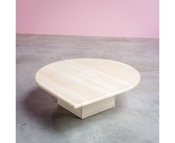 Table basse postmoderne en travertin 1970