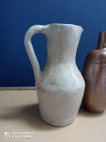 Vases en grès ancien