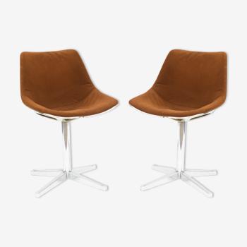 Paire de chaises pivotantes par Roland Schweitzer