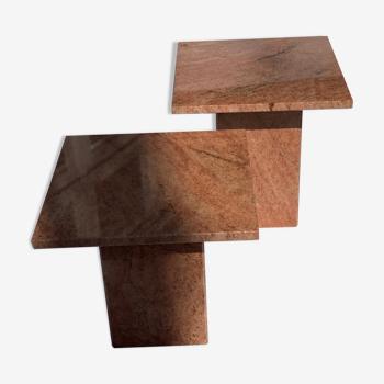 Paire de tables d'appoint en marbre rouge