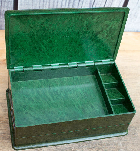 Vieille boîte en bakelite vert 18,5 cm large