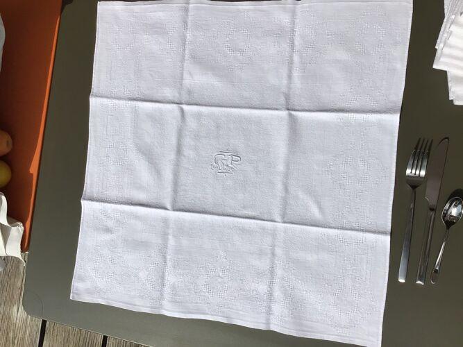Nappe rectangle brodée GP avec 9 serviettes assorties losanges