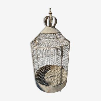 Cage à oiseaux en fer avec une couronne