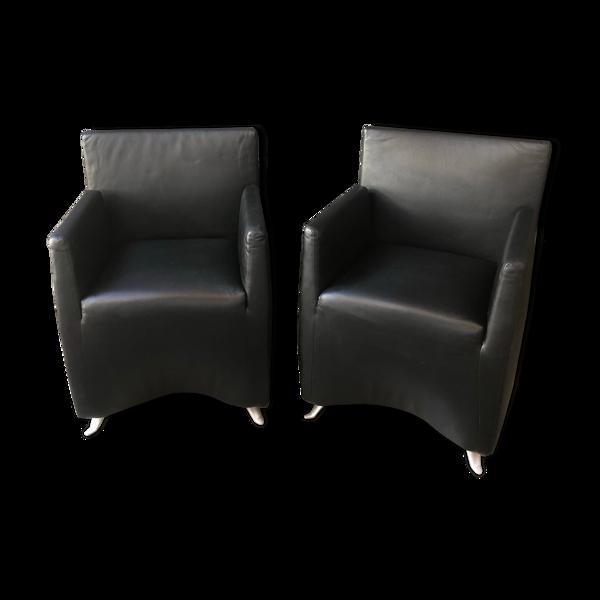 Paire de petits fauteuils en cuir noir Capri