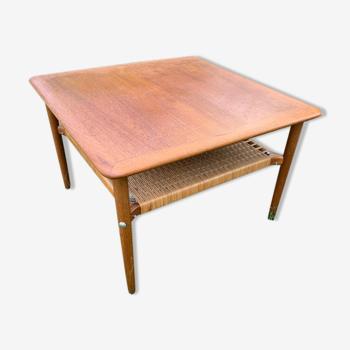 Table basse danoise en teck années 60 porte revue rotin
