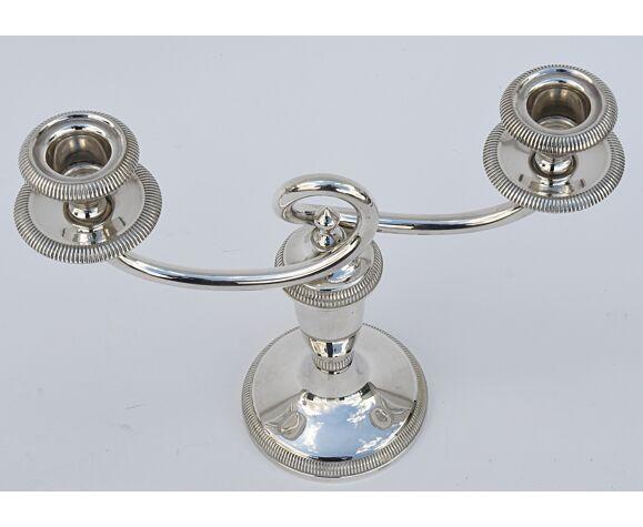 Paire de bougeoirs en métal argenté