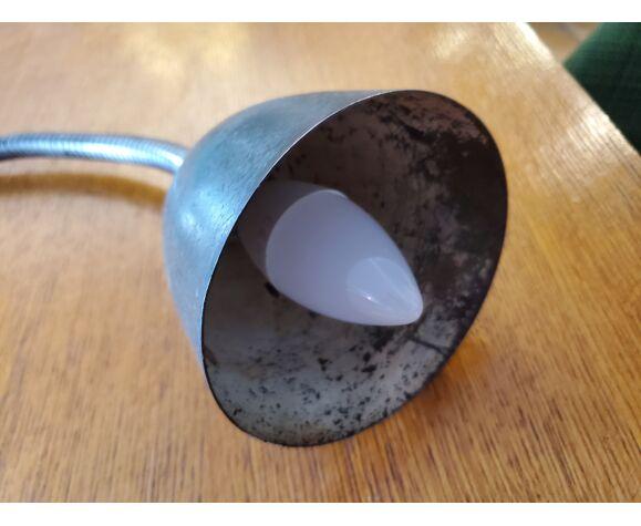 Lampe industrielle d'atelier articulée à fixer