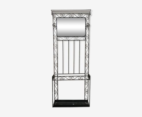Wall-mounted coat rack