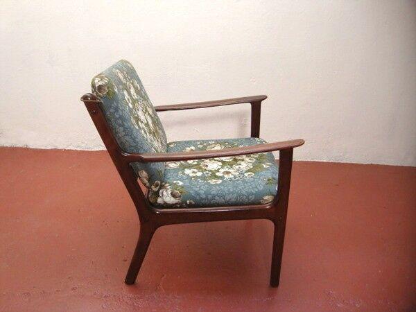 Paire de fauteuils acajou et tissu fleuri