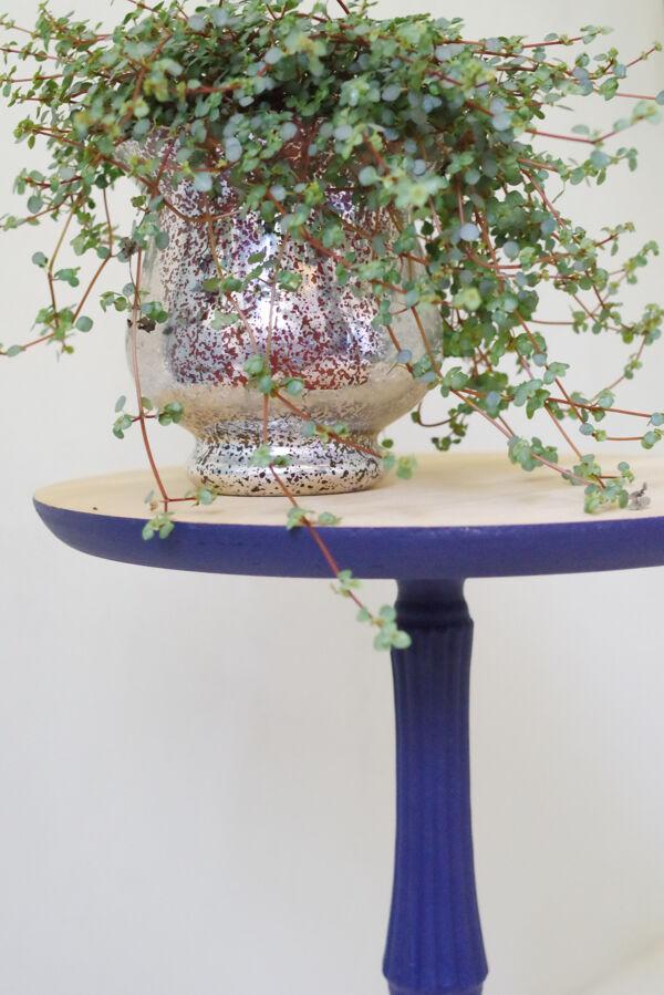 Table d'appoint en bois tripode bleu