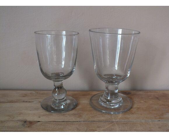 Composition de 6 grands verres à pied dépareillés anciens