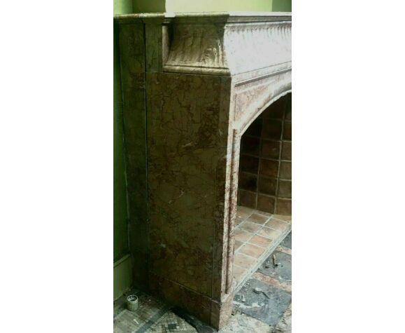 Cheminée de style Louis XIV a hotte en marbre rose veiné XIX siècle