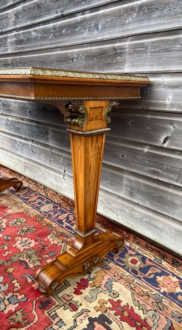 Console en acajou de style Louis XVI
