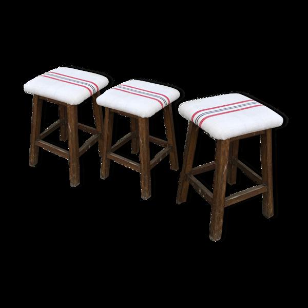 Trio de tabourets d atelier anciens vintage en chêne assise lin