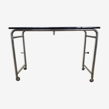 Ancienne table de lit inclinable à roulette