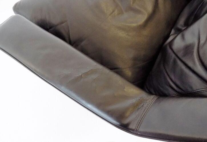 Fauteuil en cuir noir ESA 802 avec pouf de Werner Langenfeld