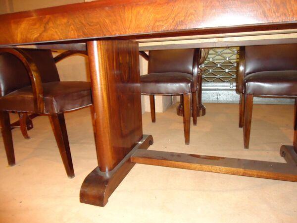 Table de salle à manger moderniste en placage de palissandre .