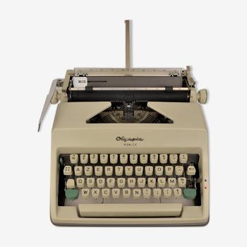 Machine à écrire Olympia Monica vintage années 60