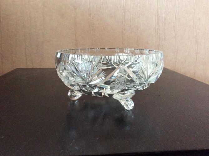 Bonbonnière en cristal sur 3 pieds