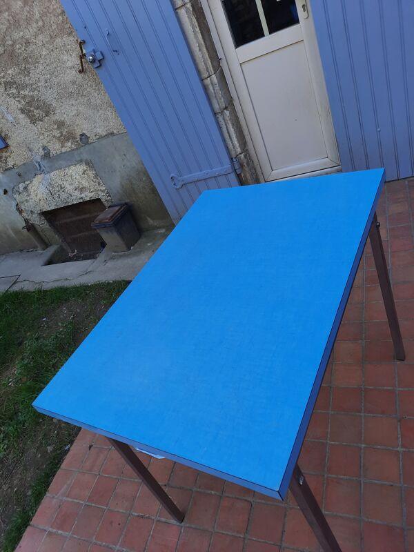 Table de cuisine formica bleu
