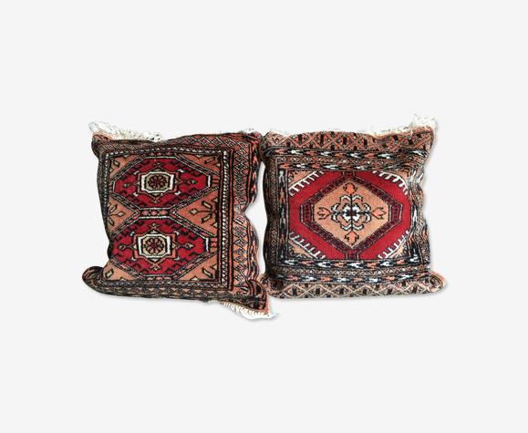 Deux beaux coussins persans rouges