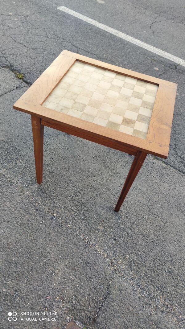 Table à jeu avec échiquier sur le plateau en acajou vers 1950