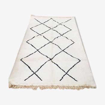 Tapis Beni Ourain blanc à motifs géométriques noir 227x168 cm