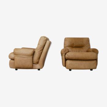 """Paire de fauteuils cuir modèle """"Albany"""" édité par Roset, circa 1970"""