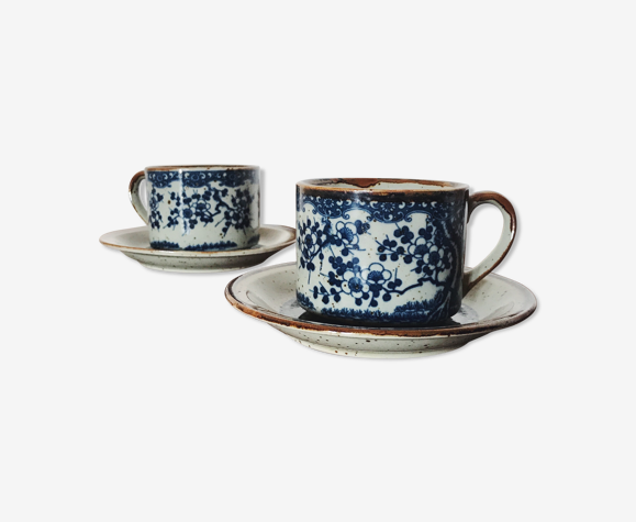 Paire de tasses en gré décor bleu