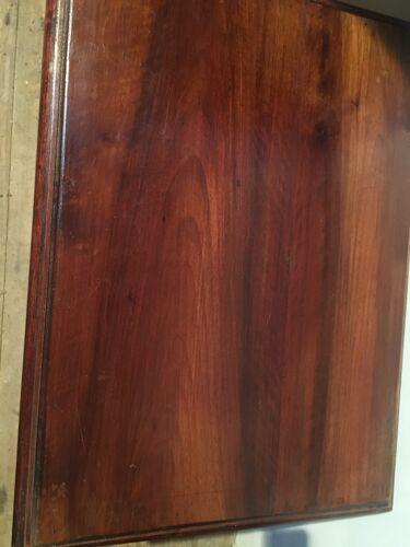 Bout de canapé en bois sculpté en acajou