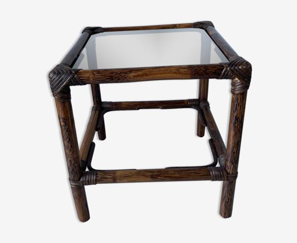 Table en rotin foncé et verre fumé