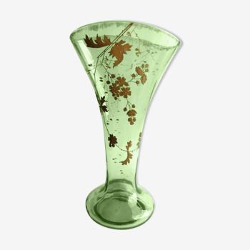 Vase éventail cristal vert et Or émaillé Legras: Feuillage et fleurs d'Aubépine