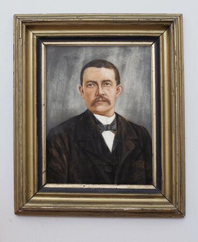Portrait homme 1930 dans cadre or