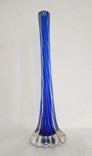 Soliflore en verre bleu torsadé