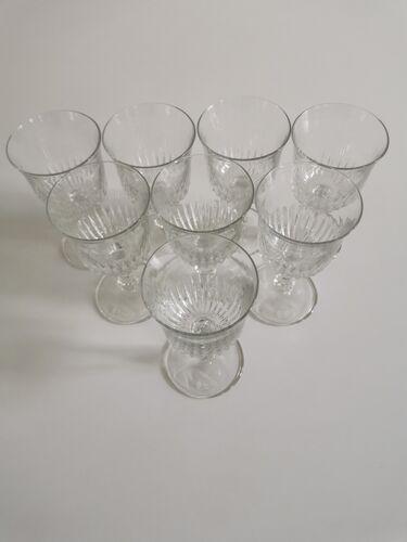 Service de 8 verres à vin ciselés