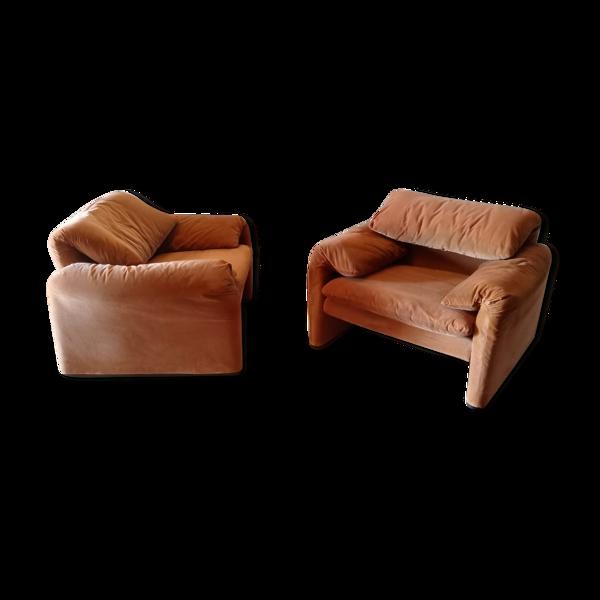 Paire de fauteuils modèle Maralunga de Vico Magistretti