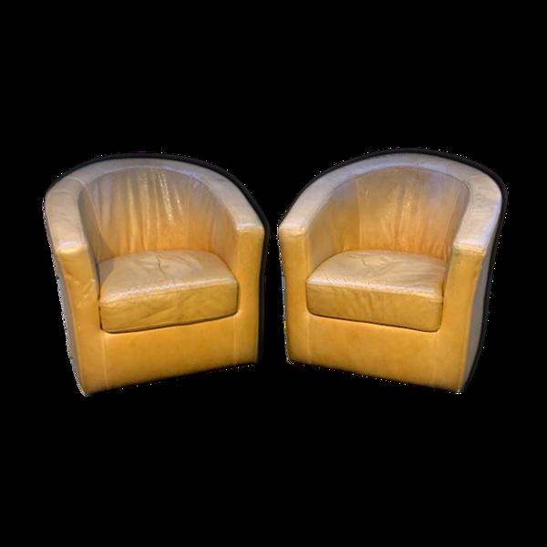 Paire de fauteuils gondole en cuir