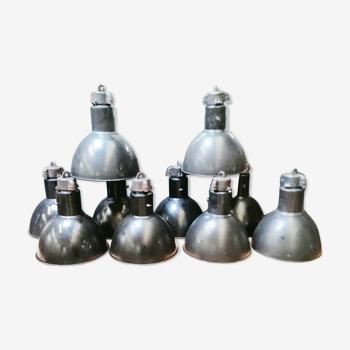 Lot de 10 lampe à suspension industrielle en métal émaillé, style vintage bauhaus, 1930.